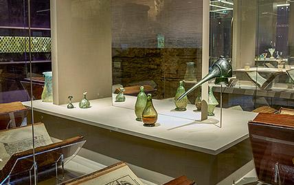 Exposition Le Verre, Un Moyen Âge Inventif au Musée de Cluny à Paris