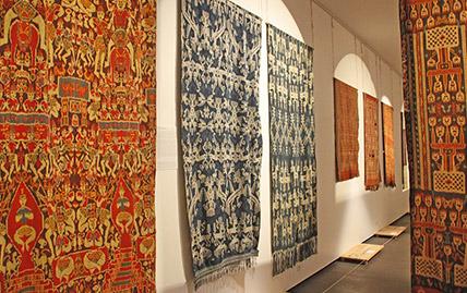 Exposition Ikats Tissus de Vie au Musée Bargoin à Clermont-Ferrand
